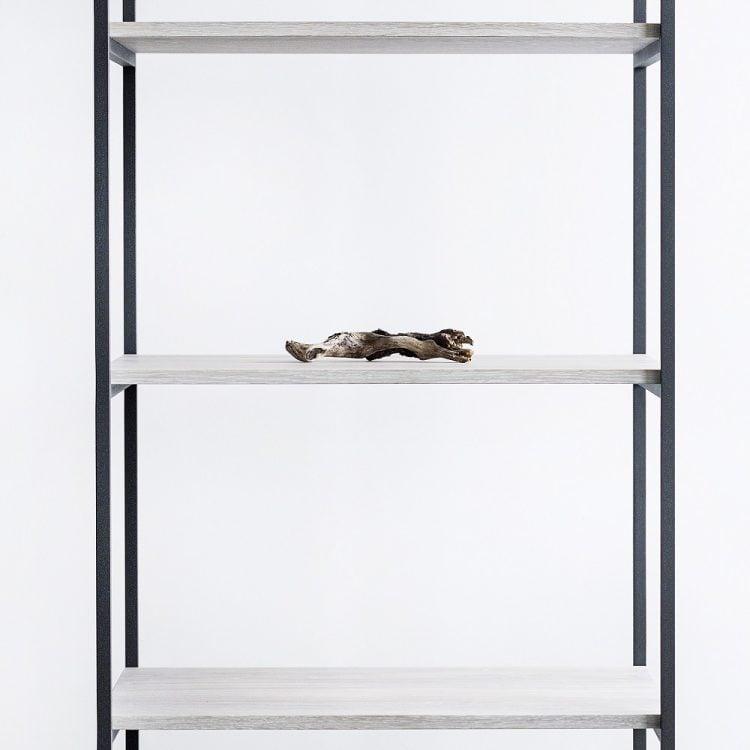Regał slott - półki dąb bielony - stalowa konstrukcja czarny matowy lakier strukturalny - detal łączenia półki z konstrukcją - przód regału