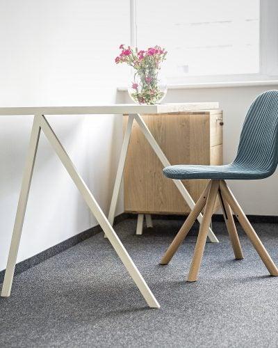 biurko elg w stylu skandynawskim i kontener biurowy havn