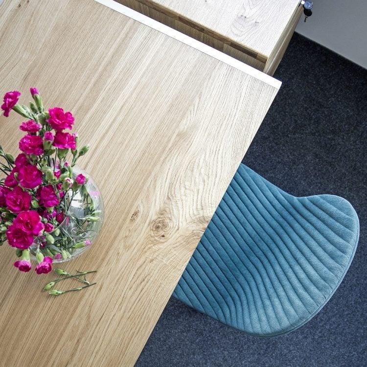 biurko elg w stylu minimalistycznym i kontener biurowy havn