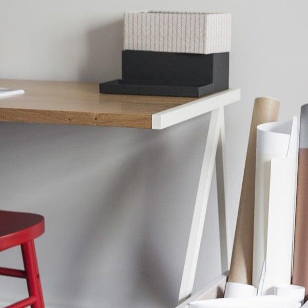 Biurko w stylu minimalistycznym z kolekcji Oslo