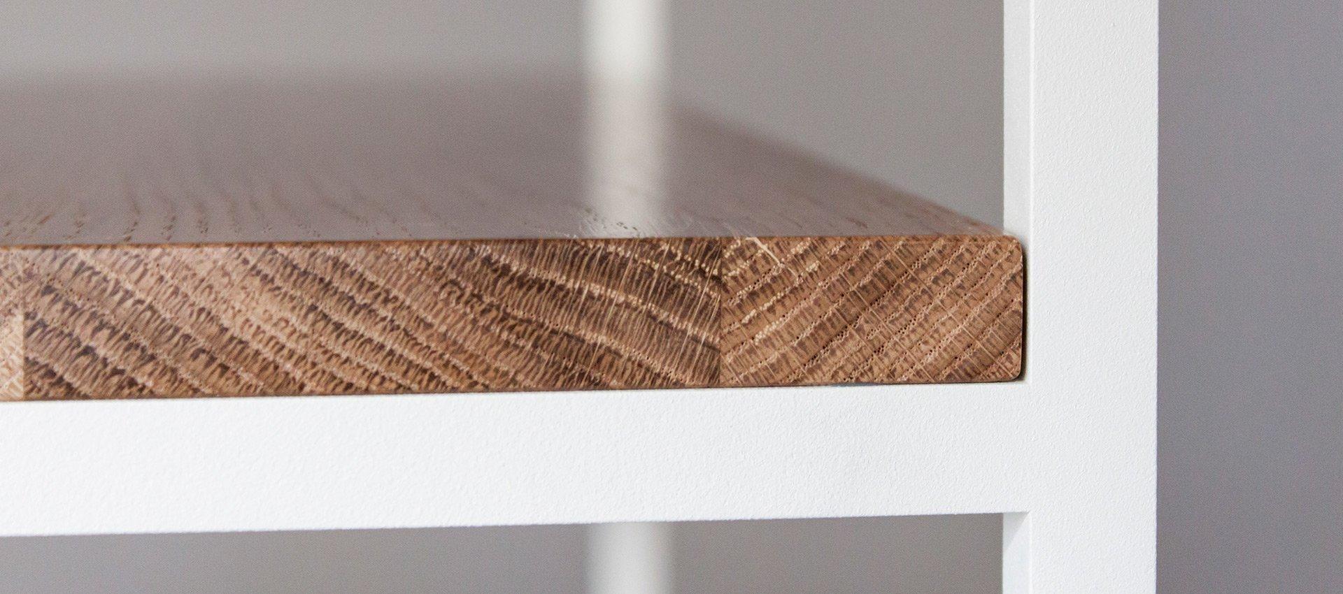Łączenie dębowej półki z metalem