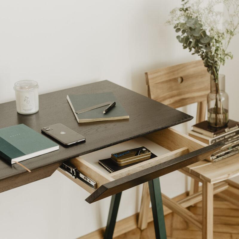 czarny dębowy blat, biurko idealne do pracy