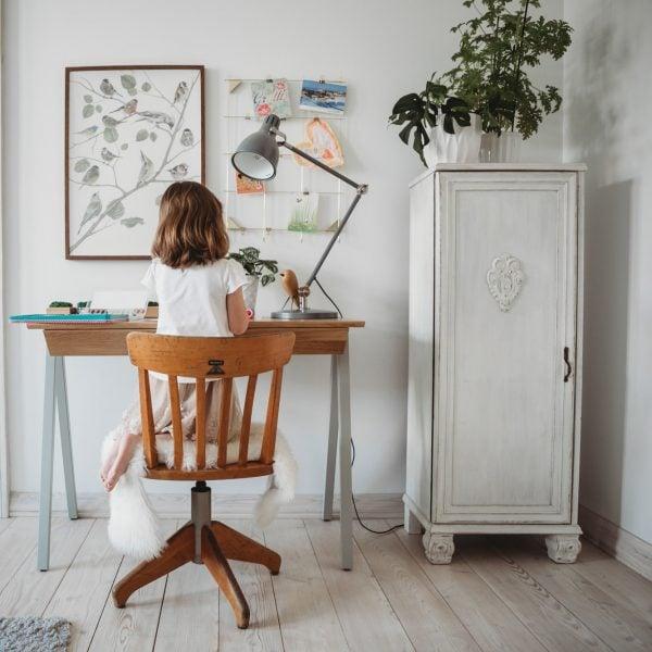 Biurko drewniane vogel S szare z szufladami