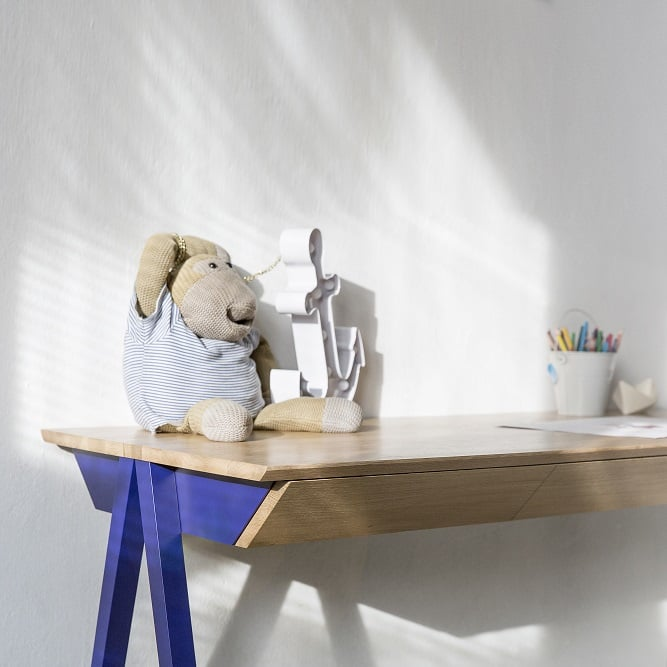 biurko drewniane vogel M w kolorze granatowym - trzy szuflady