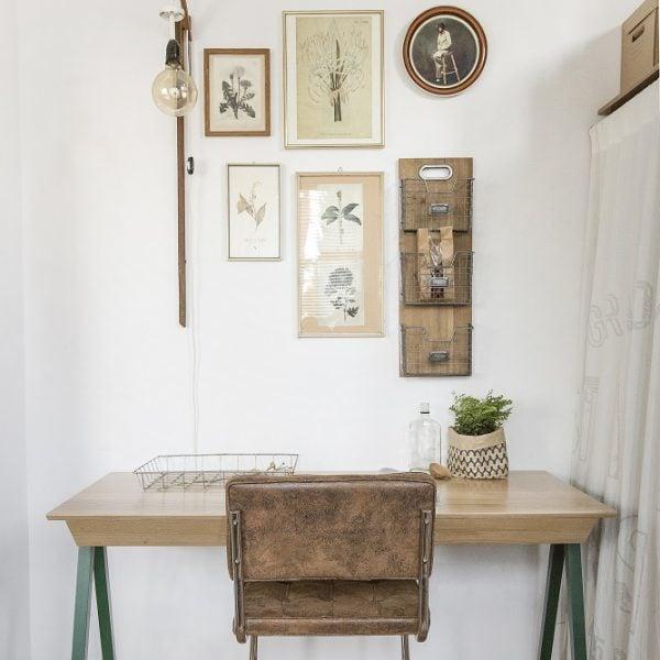 biurko drewniane vogel M w kolorze zielonym z trzema szufladami