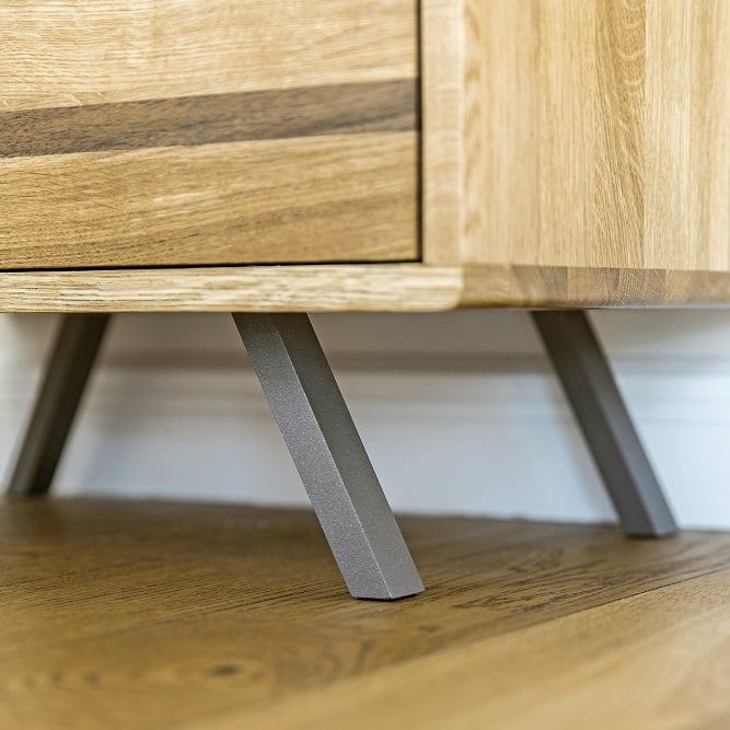 stalowe nóżki kwadratowe od drewnianej komody glomma