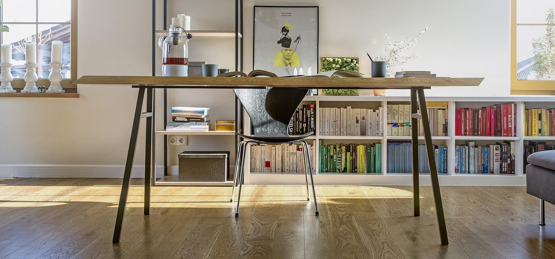 stół north z kolekcji Oslo - blat lity dąb naturalny - nogi brązowy metaliczny lakier strukturalny