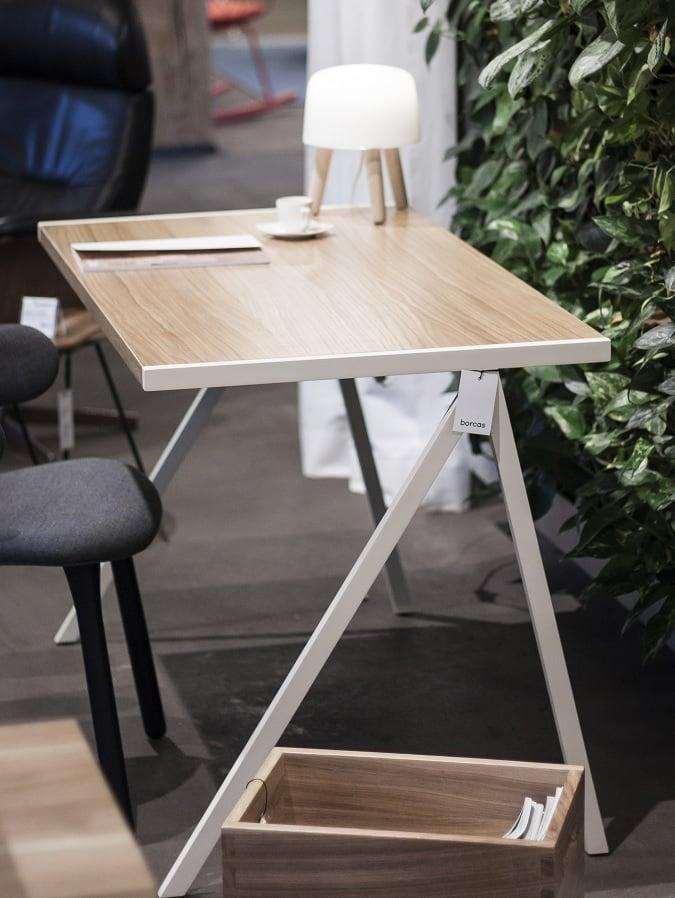 biurko elg w stylu minimalistycznym - blat dąb naturalny - nogi białe - bok biurka