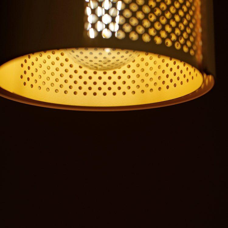 Lampa ogen - detal klosza z perforacją