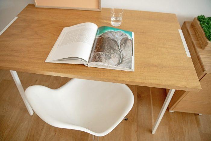 biurko z lakierowanym blatem marki borcas