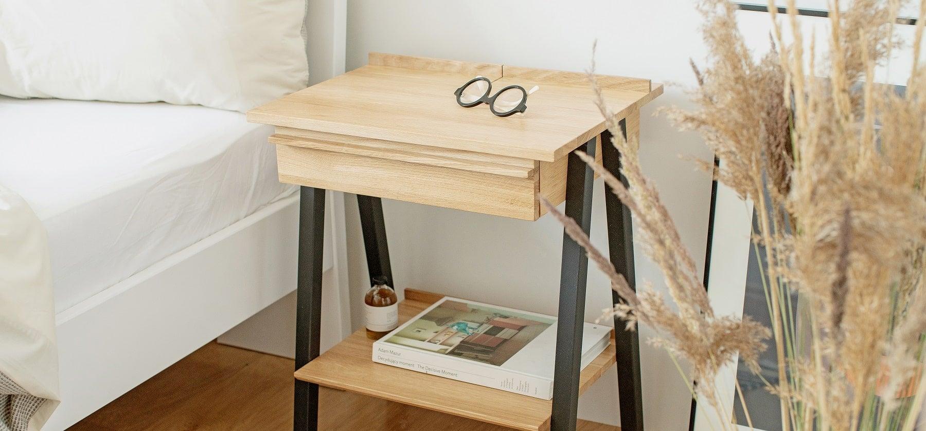 Drewniana szafka nocna w stylu skandynawskim troost