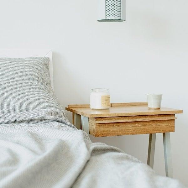 Praktyczna szafka nocna z litego drewna troost