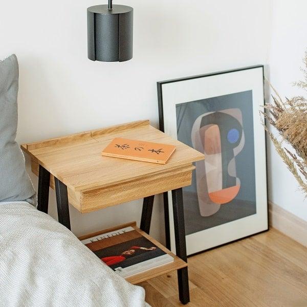 Stolik do sypialni z drewna litego troost