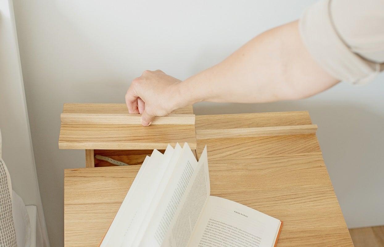Stolik nocny do sypialni z litego drewna troost