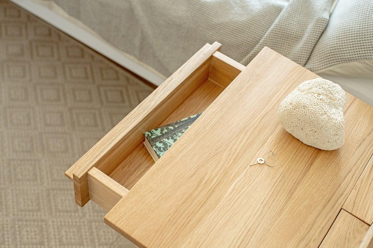 szafka nocna z drewna dębowego