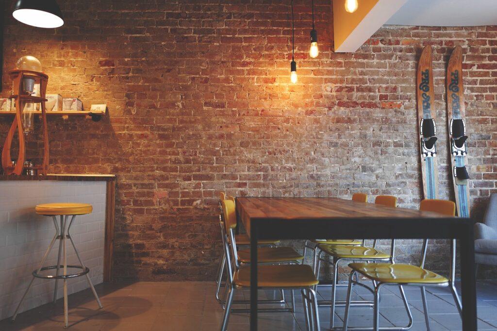 Restauracja z oświetleniem punktowym