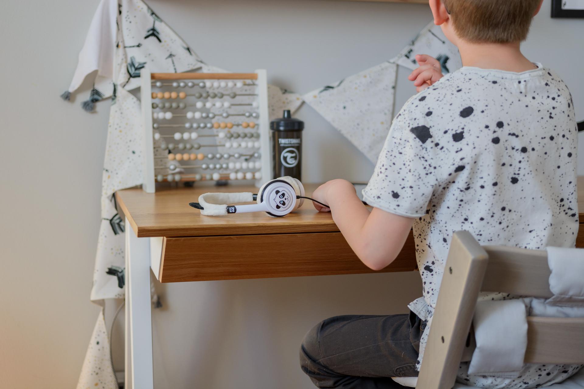 Drewniane biurko vogel m w stylu skandynawskim